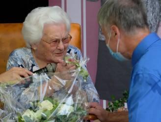 """Oudste Belg Julia Van Hool verslaat corona en krijgt ook vaccin: """"Nu uitkijken naar bezoek en 112de verjaardag"""""""