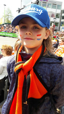 Jacob Stadhouders (8) zit met zijn broertje Isidor en zijn ouders op de tribune bij de dorpenparade.