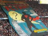 Supporters zingen luidkeels mee tijdens sfeeractie voor FC Twente - Sparta