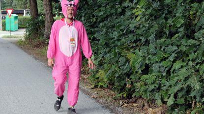 Pink Panther Philip (37) stapt Dodentocht ten voordele van kankerpatiënten