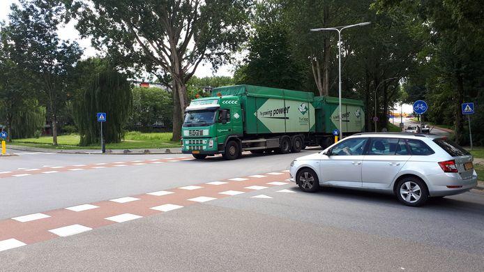 Zwijndrecht sluipverkeer vrachtwagens vrachtverkeer op Kerkweg.