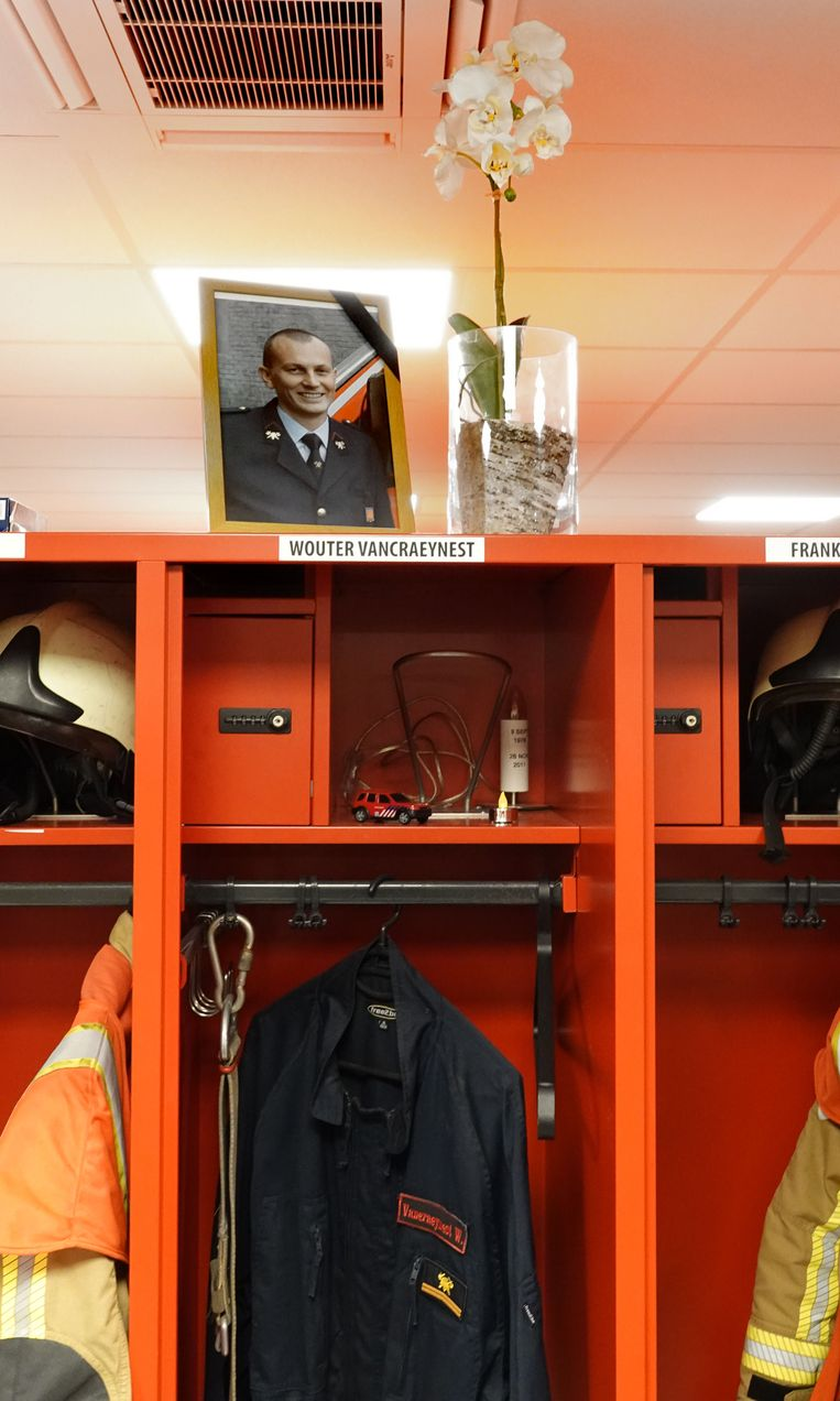 Deerlijk Het uniform van Wouter Vancraeynest, die overleed tijdens een interventie in 2011, is mee verhuisd naar de nieuwe kazerne.