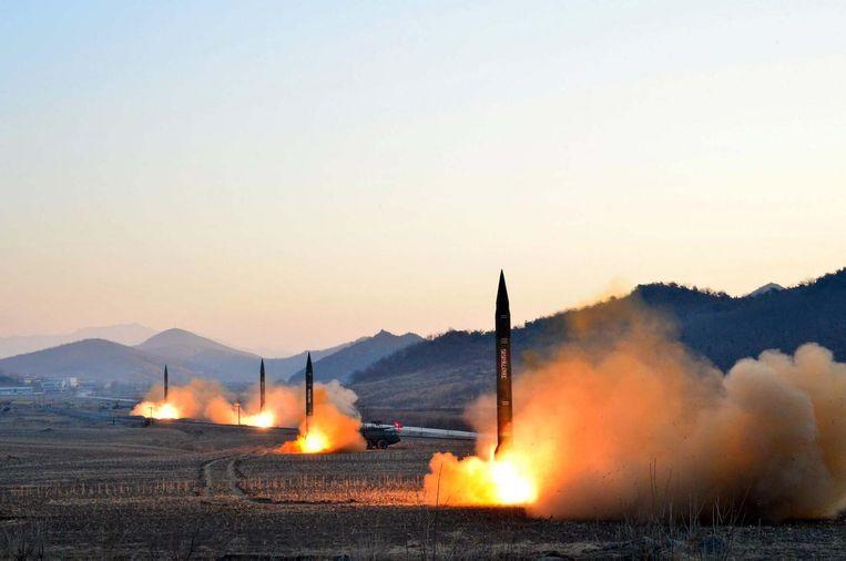 Noord-Korea testte begin maart vier raketten, waarvan er drie dichtbij Japan terechtkwamen. Beeld AFP/Getty Images