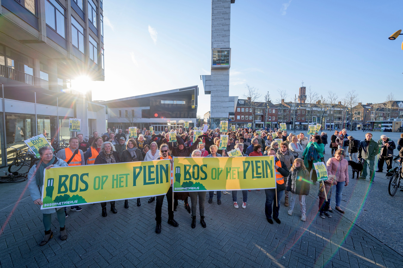 De protestactie van 9 april, waarbij wethouder Van Wakeren beloofde met Bos op het Plein in gesprek te gaan.