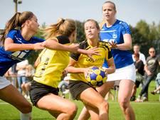 Korfbalsters Rosolo boeken progressie en pakken een punt