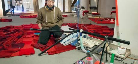 Vandalen vernielen atelier in Breda: 'Absoluut laf, want er is toch niets onschuldiger dan breiwerk?'