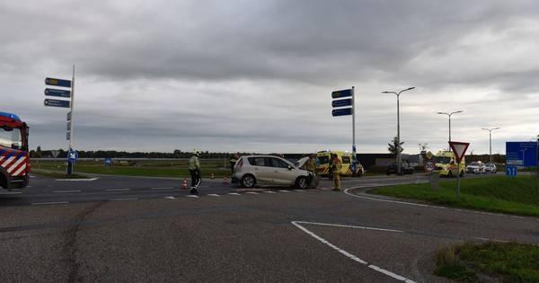 Gewonden bij botsing tussen twee auto's bij Vriezenveen.
