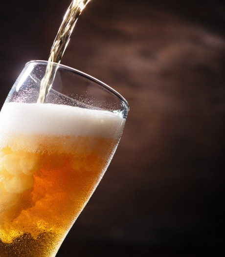 Drinken voor het goede doel: drie Enschedese brouwers brengen het Stay Home Pakket