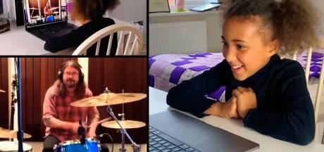 Dave Grohl accepte le défi de Nandi, jeune batteuse de 10 ans