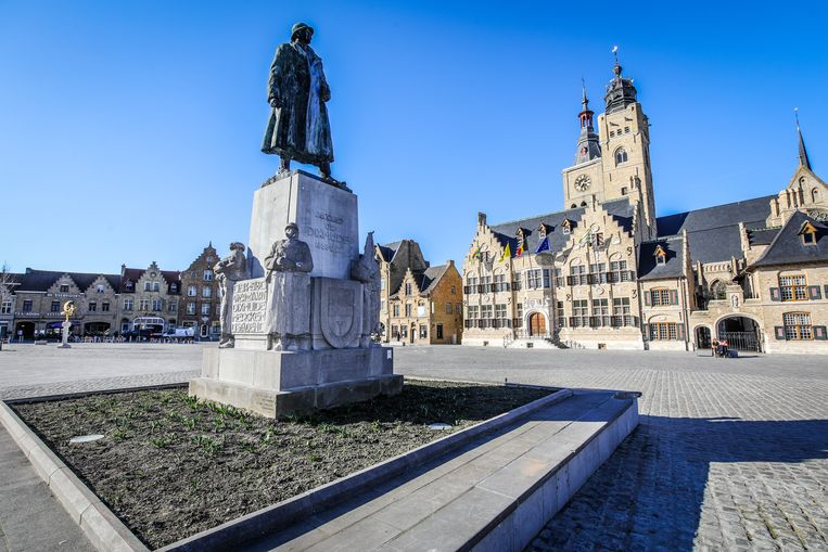 Diksmuide beeld generaal Jacques De Dixmude op Markt