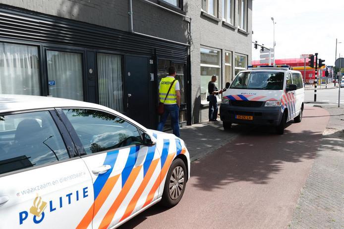 Toen het eerste drugspand was gesloten, verplaatsen bewoners, verkoop en overlast zich naar de Aalsterweg. Na de inval namen daklozen er even bezit van maar ook zij zijn er door de politie uitgezet. De gemeente heeft het nu gesloten.