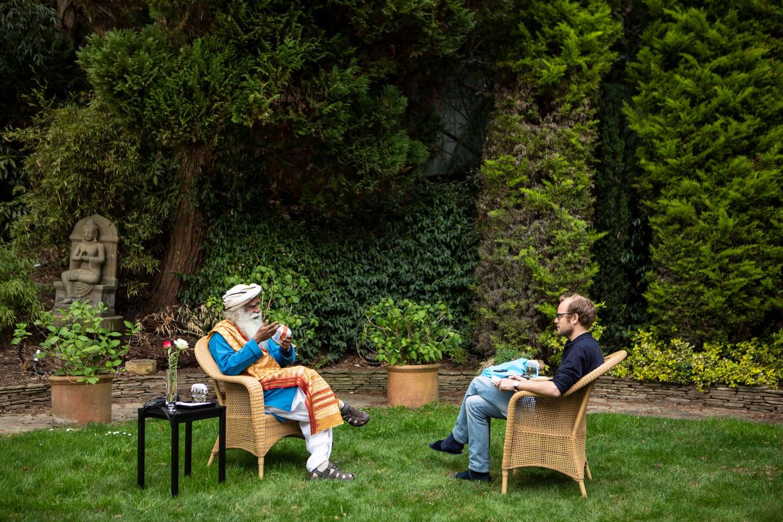 Sadhguru in gesprek met Casper Luckerhof in Londen.