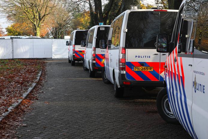 De politie deed woensdag een grote inval op een woonwagenkamp aan de Hoogheuvelstraat in Oss.