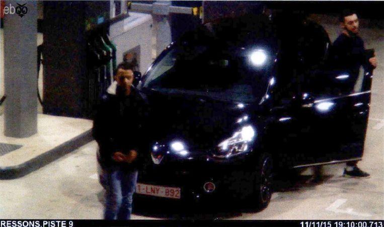 Abrini (r.) in gezelschap van Salah Abdeslam op weg naar Parijs, twee dagen voor de aanslagen.