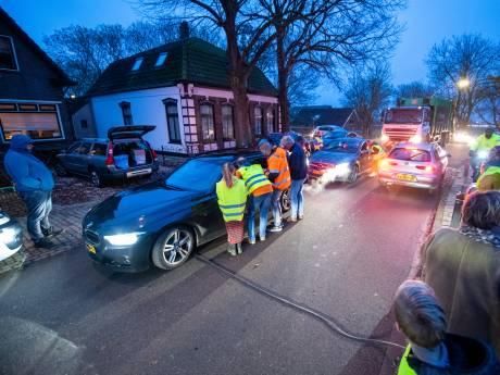 Bewoners in actie tegen racend sluipverkeer door Rijnsaterwoude: 'Er gaan hier doden vallen'
