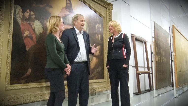 Eberhard van der Laan zoekt objecten uit voor zijn expositie Beeld Amsterdam Museum