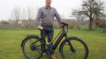"""Ondernemer Johan bedenkt fiets die 360 graden verlicht wordt: """"Veloské moet de Volvo van de fietsen worden"""""""