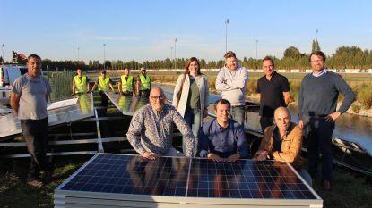 380 drijvende zonnepanelen op vijver renbaan