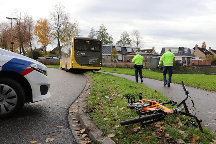 Een jongetje op de fiets en een lijnbus botsten vanmiddag op elkaar in Nieuwegein.