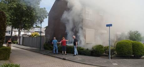 Onkruid wegbranden gaat mis: bewoner zet eigen heg in de fik in Kaatsheuvel