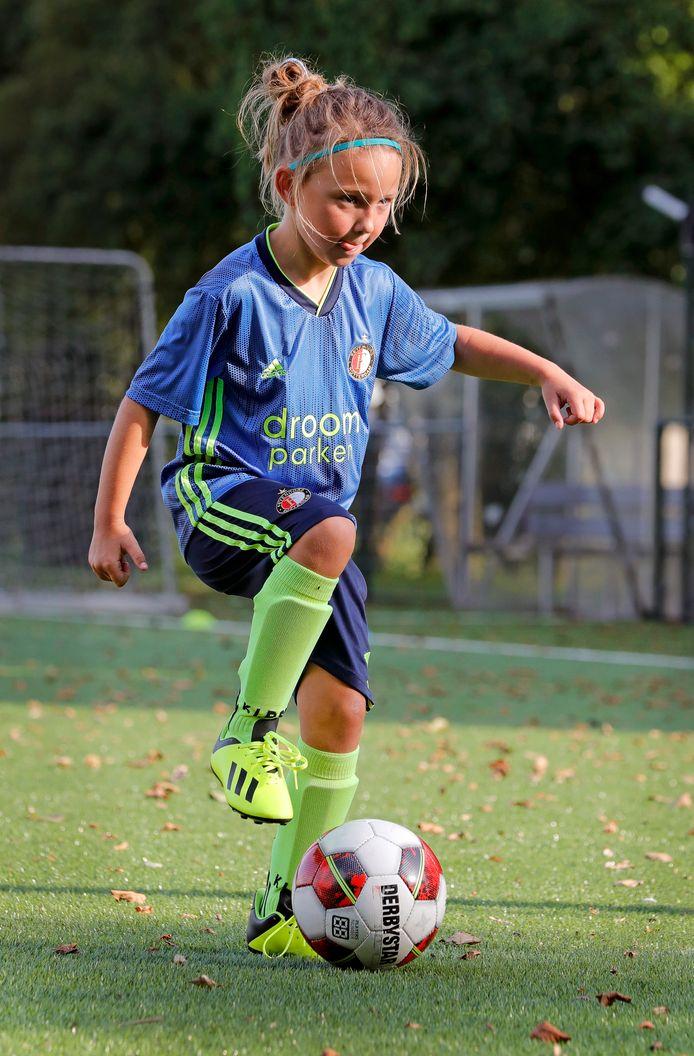Esmee van Kooten is bij FC Binnenmaas echt 'one of the guys'.