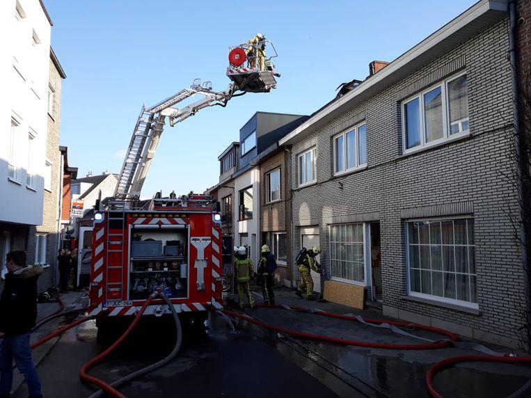 De brand beschadigde niet enkel de eerste verdieping maar ook de zolderverdieping. De woning werd onbewoonbaar verklaar.