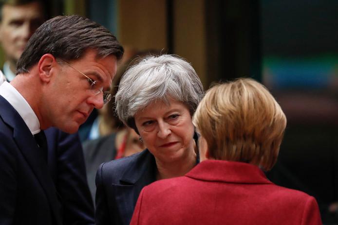 De Britse premier Theresa May heeft vandaag met haar Nederlandse ambtgenoot Mark Rutte en de Duitse bondskanselier Angela Merkel overlegd over de brexit.