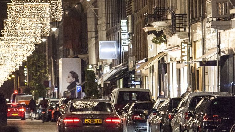 In de P.C. Hooftstraat kun je niet meer aankomen met goudgele vallende sterren. Beeld Het Parool/Floris Lok