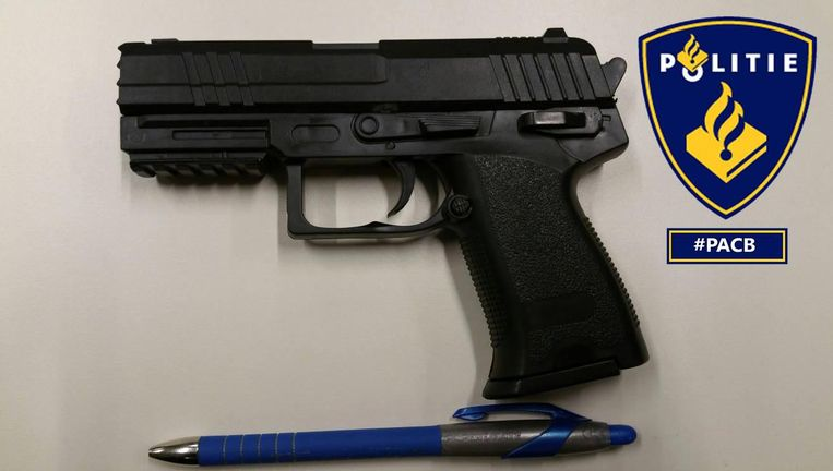 Het bezit van nepwapens is verboden in Nederland. Beeld Politie