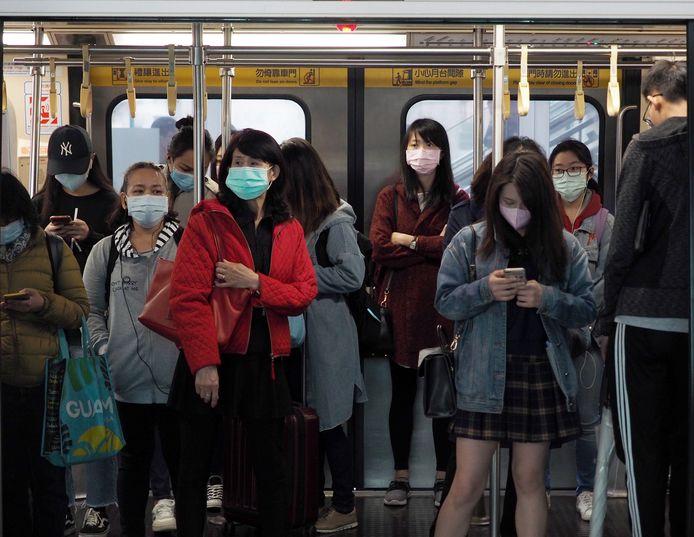 Iedereen draagt (verplicht) een mondmasker, en de temperatuur van personeel wordt dagelijks gemeten. Verder is er weinig veranderd voor de gezonde Taiwanezen.