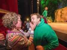 Lachen, gieren, brullen in het Apeldoorns theater zonder iets te zien