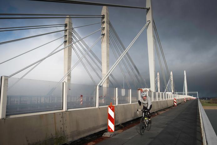 Vanaf 25 januari kan ook gemotoriseerd verkeer weer over de oude Waalbrug in de A50.