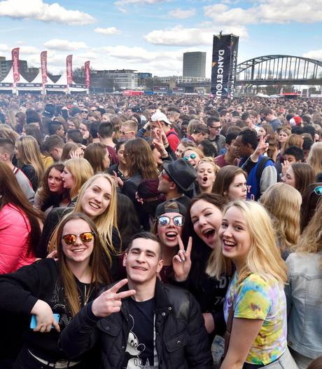 Dansen en bungeejumpen bij vuurspuwende stier op Dancetour Arnhem