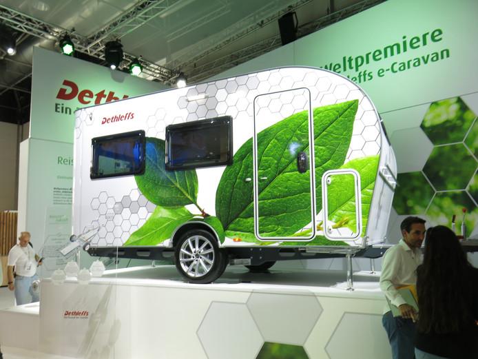 De elektrisch aangedreven caravan van Dethleffs blijkt dé oplossing voor elektrische auto's