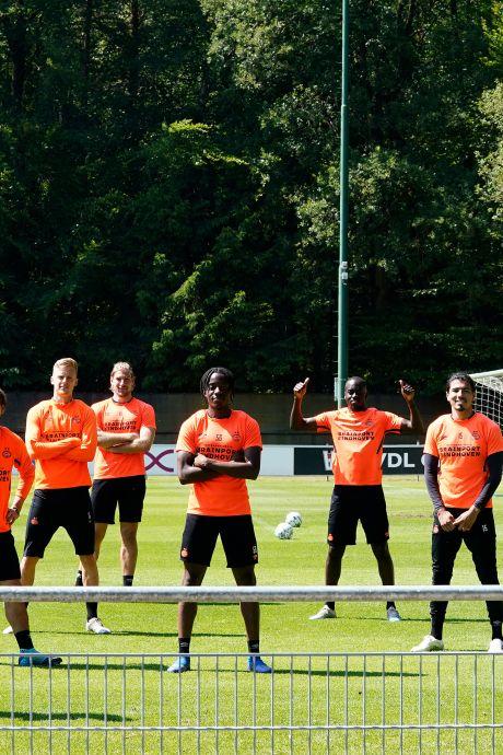 PSV, RKC en andere clubs gaan een dag 'op zwart' en keren zich tegen institutioneel racisme