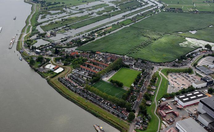 Het dorp Kinderdijk, met daarboven het werelderfgoedgebied.
