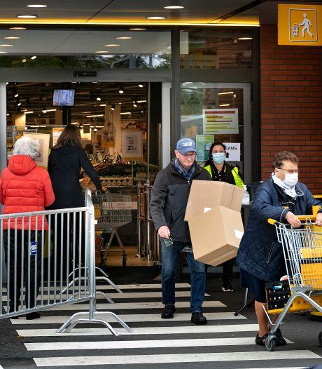 Supermarkten zien niks in verplichten mondkapjes: 'Geen zin om voor wetgever te spelen'