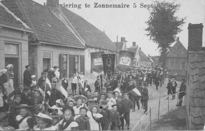 Nut en Uitspanning in 1908 op de Dijk van Bommenede.