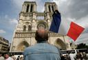 De gerenoveerde witte voorkant van de Notre Dame in betere dagen.