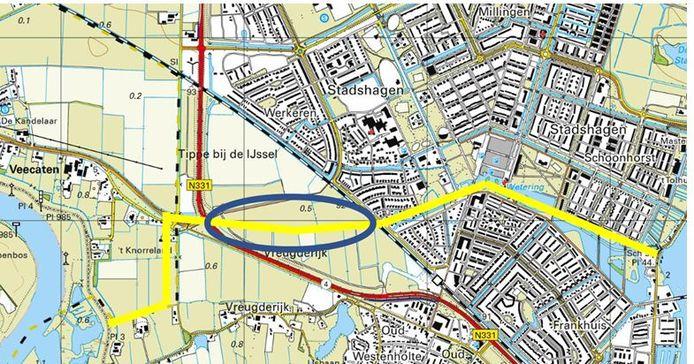 De gele lijn laat zien waar de tankgracht door Stadshagen liep.