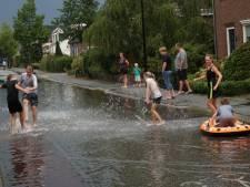 Onweer teistert Oost-Nederland opnieuw: ondergelopen straten en takken op de weg