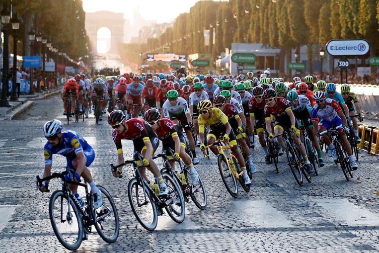 De slotetappe van de Tour de France vorig jaar. Beeld EPA