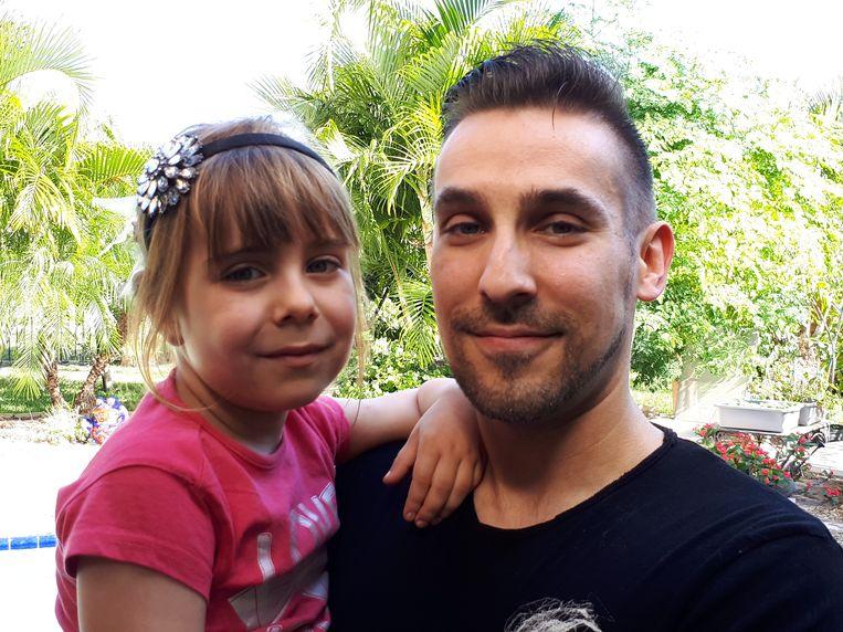 Timo en z'n dochtertje Elena zijn intussen in Atlanta aangekomen, maar dat heeft wat meer gekost dan gepland.