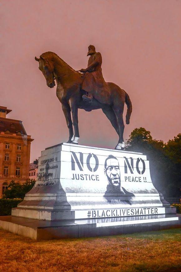 Ook op het standbeeld van Leopold II werd George Floyd geprojecteerd.