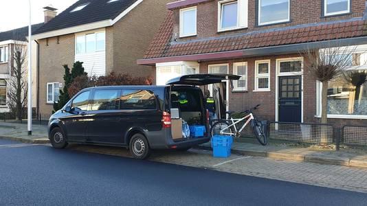 De politie heeft een inval gedaan in de woning van een bestuurder van de verboden verklaarde pedofielenvereniging Martijn.