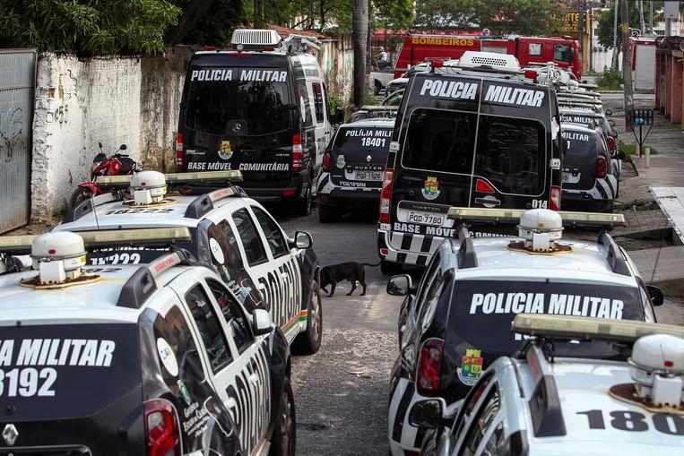 Onklaar gemaakte politievoertuigen.