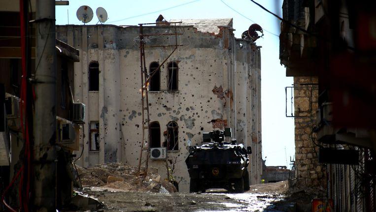 (Archiefbeeld) Een Turks politievoertuig na een clash met de Koerdische Arbeiderspartij (PKK). Turkije blijft luchtaanvallen uitvoeren op de PKK.