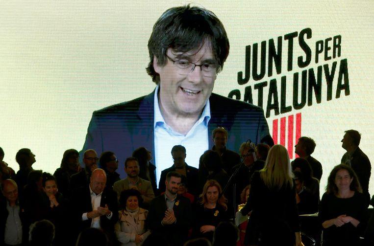 De voorbije dagen voerde Carles Puigdemont vanuit Brussel via een videoboodschap nog campagne tijdens een meeting in Barcelona.