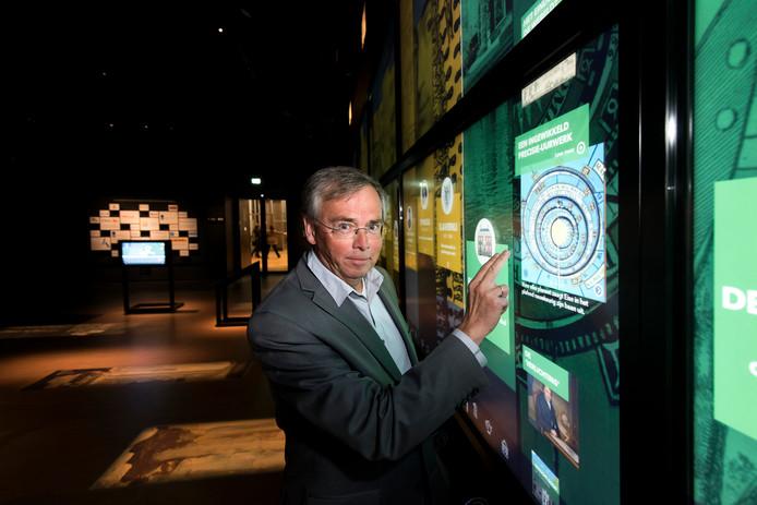 Willem Bijleveld (foto) maakt op 1 juni plaats voor Teus Eenkhoorn als directeur van het Nederlands Openlucht Museum in Arnhem.