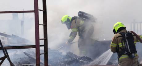 Veel rook bij containerbrand langs Valleilijn in Barneveld